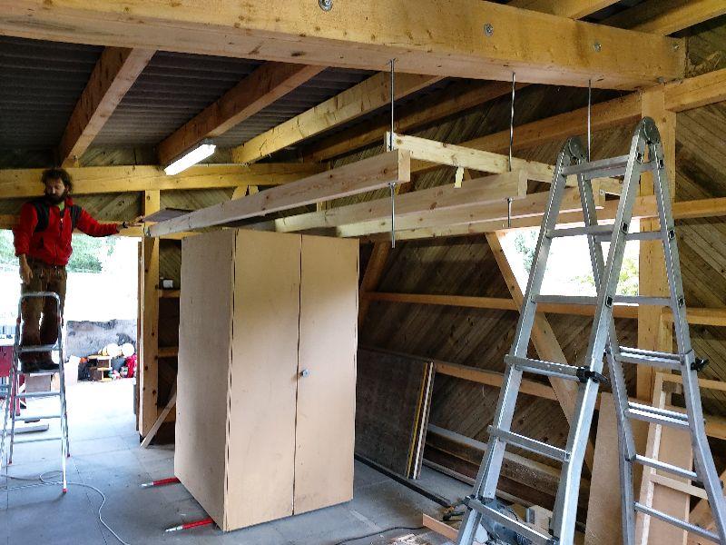 Bau-Schreiner beim Innenausbau
