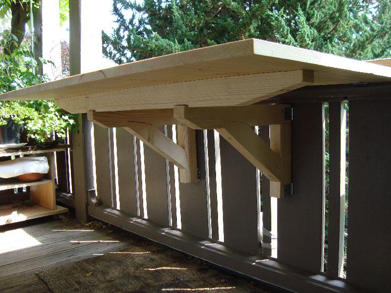 Ein Balkontischli aus der Bauschreinerei Thun